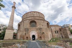 圆形建筑的罗马寺庙在市的中心塞萨罗尼基,中马其顿,希腊 免版税库存图片