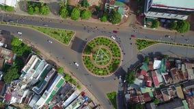 圆形状的路的顶上的鸟瞰图,位于越南 影视素材