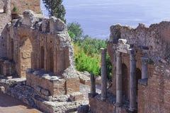 圆形露天剧场废墟在陶尔米纳,西西里岛,意大利 免版税库存图片