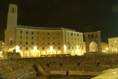 圆形露天剧场罗马lecce的晚上 免版税图库摄影