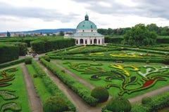 圆形建筑在花园里在Kromeriz 免版税库存图片