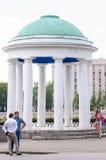 圆形建筑在Pushkinskaya堤防在高尔基公园在莫斯科,建筑师M f 卡扎科夫在早期修造了 免版税库存图片