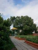 圆形建筑的公园 免版税库存照片