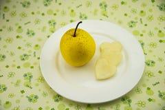 圆板材,新鲜的梨 免版税库存照片