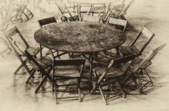 圆桌和九把椅子 库存图片