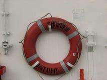 圆环在白色小船的救生圈 库存图片