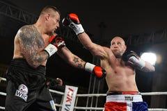 圆环的拳击手在为排列的战斗期间指向 免版税图库摄影