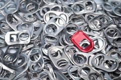 圆环罐头拉扯铝,背景 免版税库存图片
