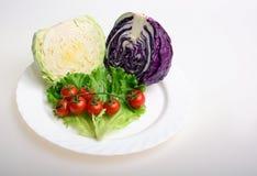 圆白菜、蕃茄和莴苣 免版税库存图片