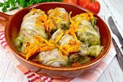 圆白菜在船上充塞用在平底锅的德国泡菜 库存照片
