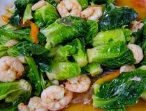 圆白菜油煎用虾 图库摄影
