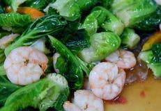 圆白菜油煎用虾 库存照片