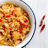 圆白菜炖煮的食物,土耳其食物Zeytinyagli kapuska 库存照片