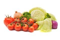 圆白菜蕃茄在白色背景的葱荷兰芹 免版税库存图片