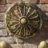 圆的五颜六色的Zsolnay装饰 免版税库存图片