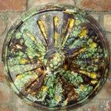 圆的五颜六色的Zsolnay装饰 库存图片