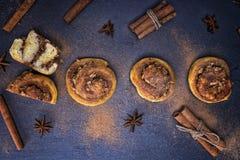 圆的小圆面包用桂香 图库摄影