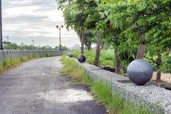圆的岩石雕象 库存图片