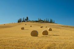 圆的干草捆,托斯卡纳,意大利 库存照片