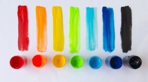 圆的油漆桶和油漆冲程,顶视图 免版税库存图片