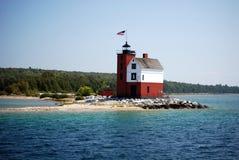 圆的海岛灯塔 免版税库存照片
