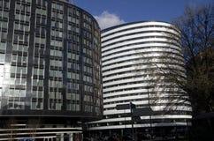 圆的现代修造的伦敦 免版税图库摄影