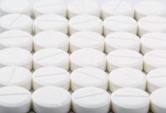 圆的白色药片 免版税库存照片