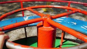 圆的色的儿童` s摇摆 股票视频