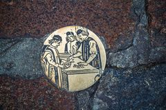 圆的钢大奖章(roundel)在绅士,富兰德,比利时 库存图片