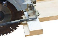 圆看见了在白色隔绝的切口木头 免版税库存照片