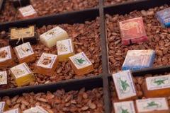圆筒芯的灯油商店在撒哈拉大沙漠 库存图片
