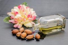圆筒芯的灯油,摩洛哥的液体金子 免版税库存图片