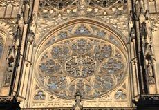 圆花窗在历史圣Vitus大教堂,布拉格里 库存照片
