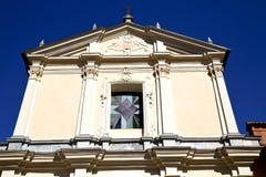 圆花窗somma lombardo的意大利伦巴第 免版税库存图片
