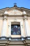 圆花窗somma lombardo的老ch意大利伦巴第 免版税图库摄影