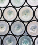 圆行间空格特别大的窗玻璃 免版税库存图片