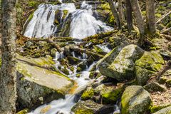 圆锥形小屋在弗吉尼亚落,美国岩石蓝岭山脉  图库摄影