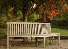 圆长木凳 库存图片