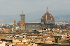 圆顶中央寺院佛罗伦萨视图 免版税库存图片