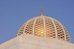 圆顶全部清真寺qaboos苏丹 免版税库存照片
