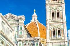 圆顶和佛罗伦萨中央寺院,Cattedrale二圣玛丽亚del菲奥雷,花大教堂的圣玛丽大教堂钟楼  库存照片
