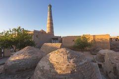 圆顶和尖塔在市Khiva在乌兹别克斯坦 免版税库存图片