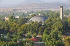圆顶和我们的夫人玛丽锡安, Aksum,埃塞俄比亚教会的钟楼  免版税库存照片
