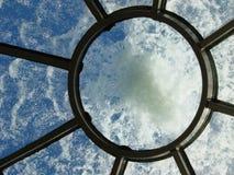 圆顶喷泉 免版税库存照片