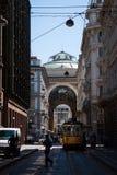 圆顶场所维托里奥Emanuele侧视图在米兰 图库摄影