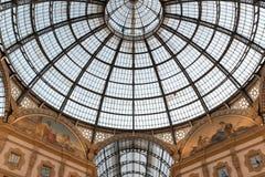 圆顶场所维托里奥Emanuele,米兰,意大利天花板  库存图片