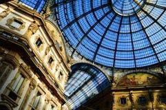 圆顶场所维托里奥Emanuele II在中央米兰,意大利 库存照片