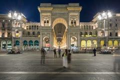 圆顶场所维托里奥Emanuele II在米兰在夜之前 免版税图库摄影