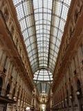 圆顶场所维托里奥Emanuele II在米兰,意大利 库存照片