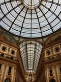 圆顶场所维托里奥Emanuele II在米兰,意大利 免版税库存照片